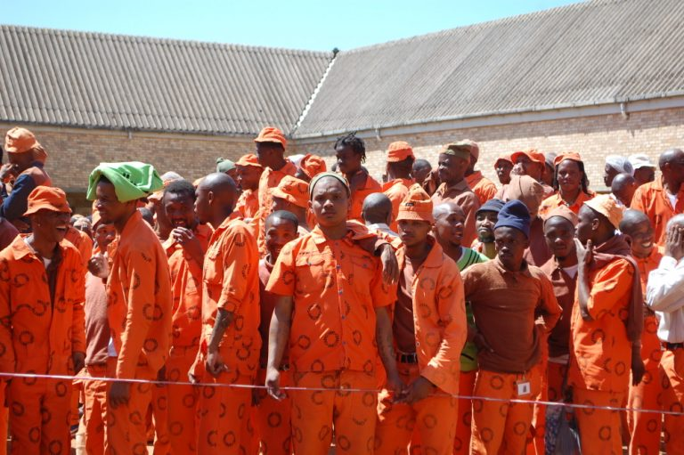 10 000 inmates given parole to help curb spread of Covid-19